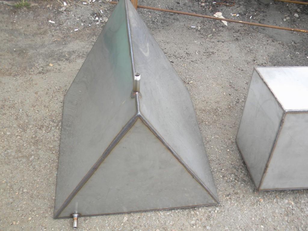 треуголный бак